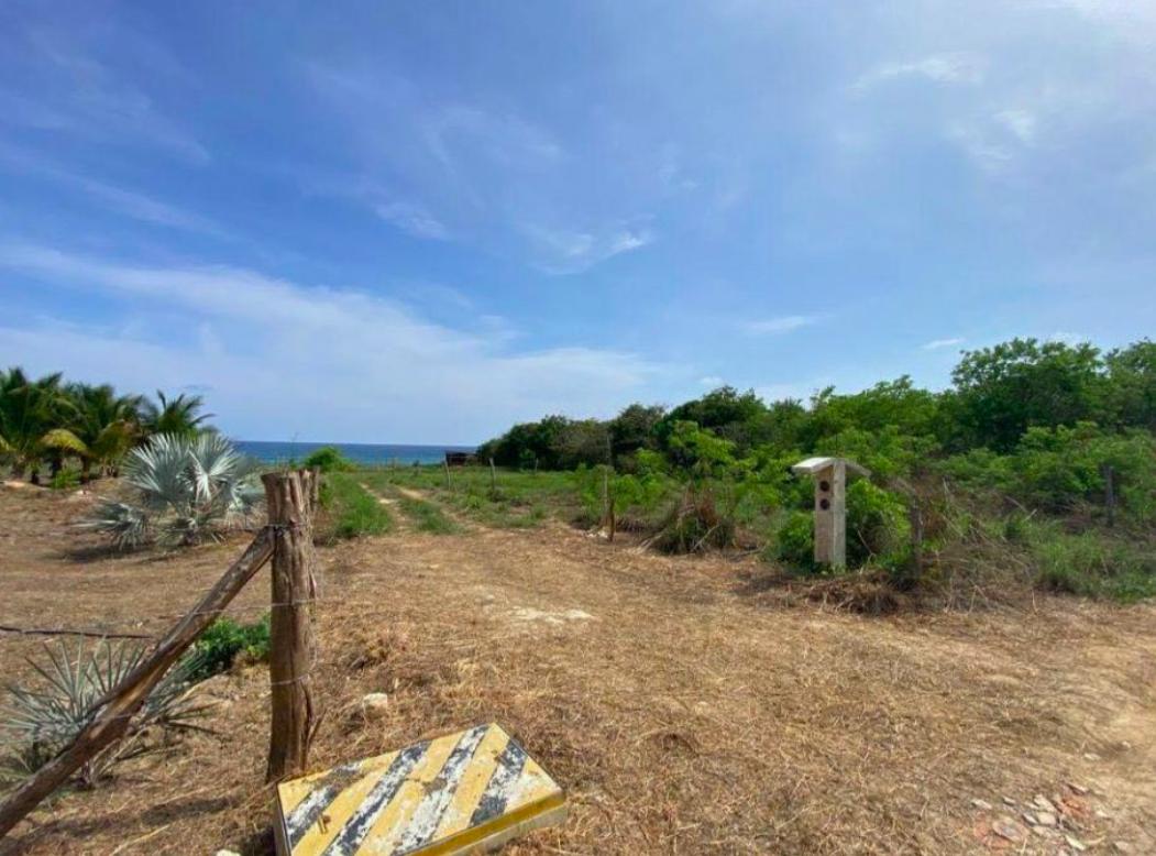 Terreno con vista al mar / 700 m2 / Agua Blanca-Santa Elena 1