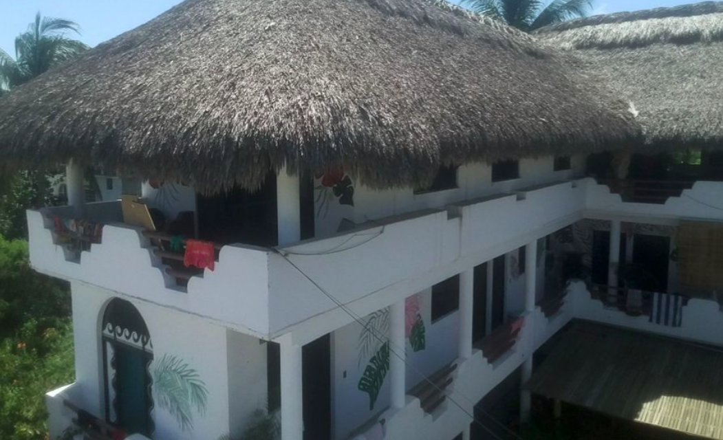 Punta de Zicatela/ Hotel de 12 habitaciones / piscina y palapa 1