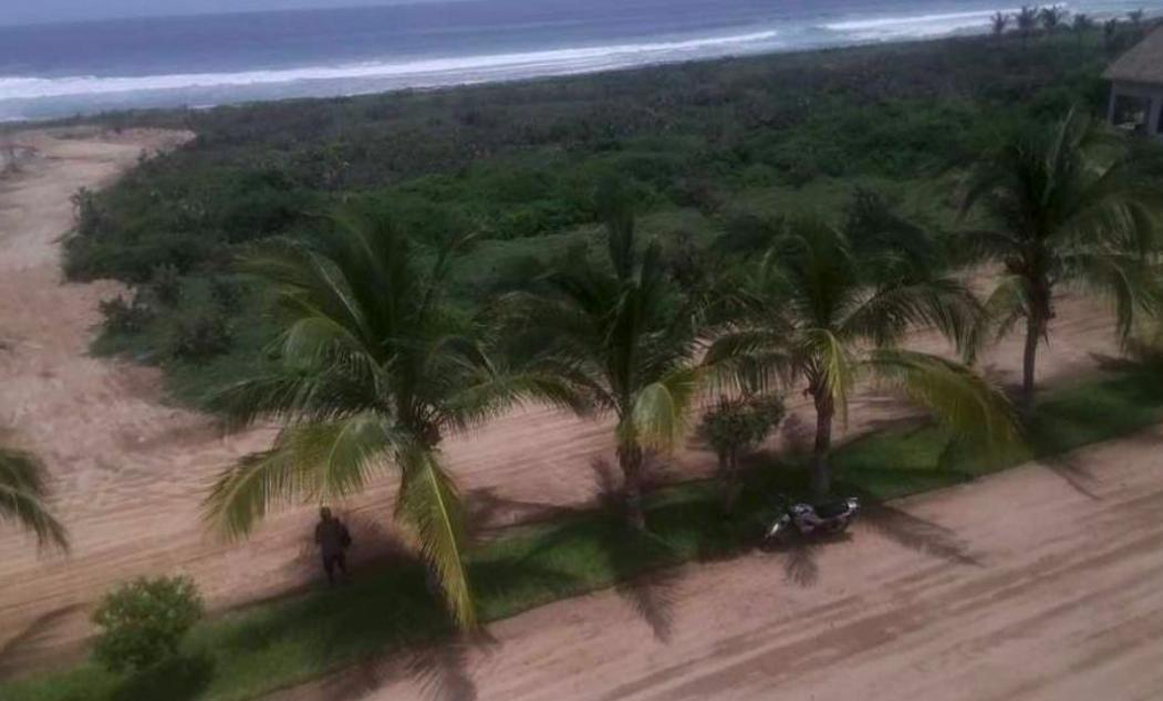 Rancho neptuno /1,739 m2 y 1,747 m2 / Frente de playa 1