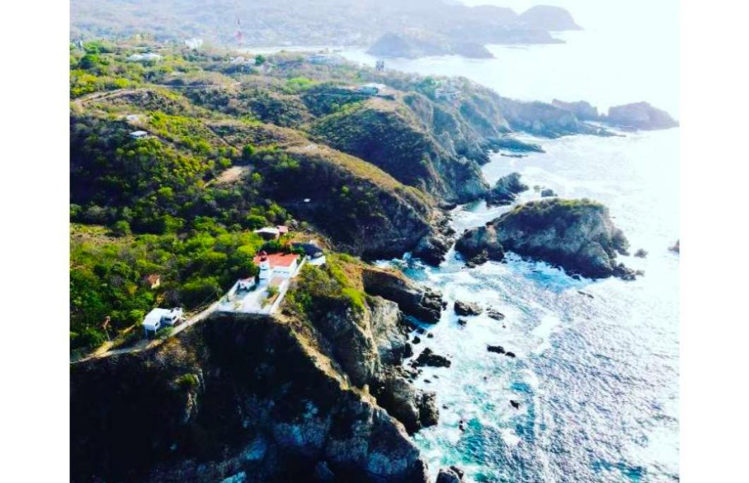 El faro Puerto Angel/6000 m² / vista panorámica al mar 1