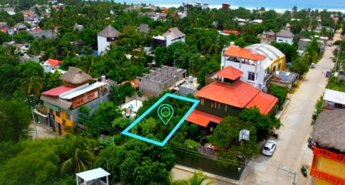 Punta Zicatela / 300 m2 / Calle principal 1